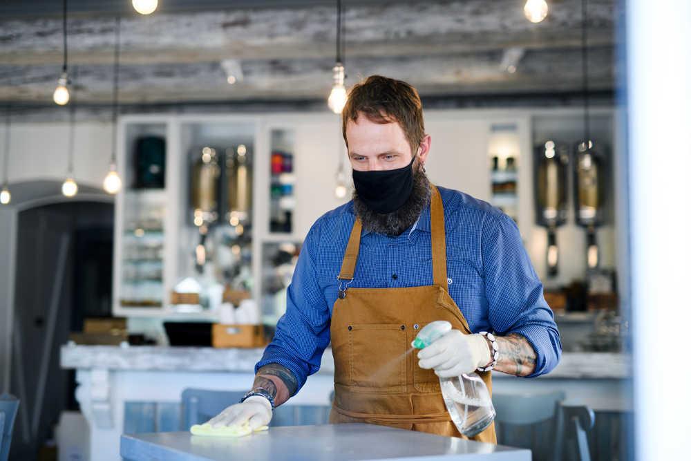 La limpieza, todavía más innegociable en los locales comerciales a causa del coronavirus